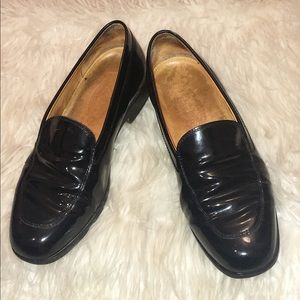 Vintage J.P Tod's Classic Black Patent Loafers-37